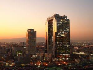 בניין דירות בלילה תל אביב